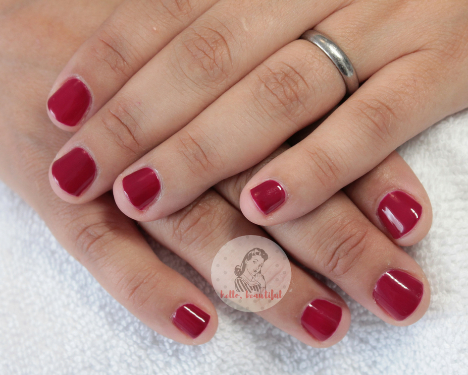 short-red-manicure