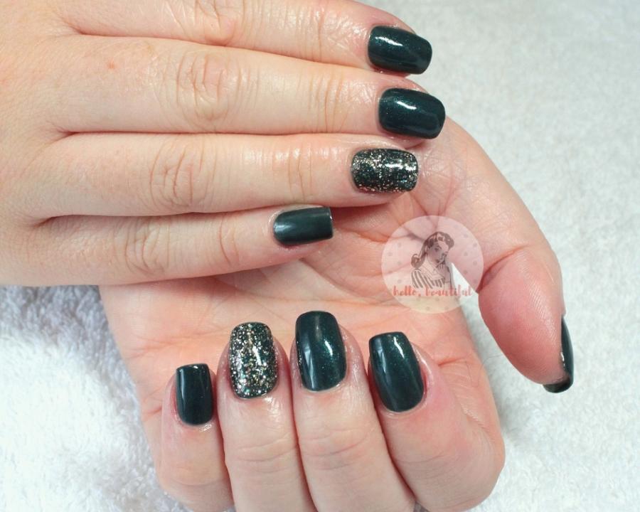 green autumn gel manicure